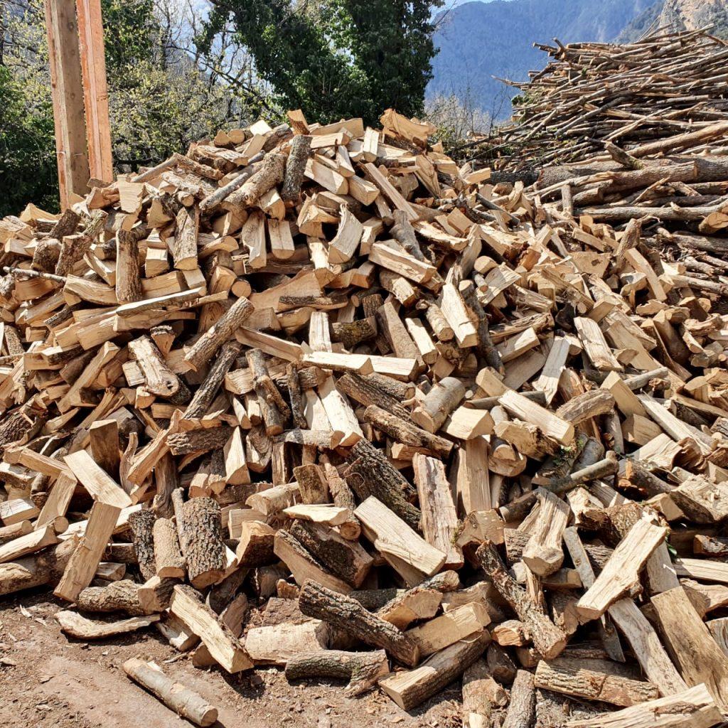 Fem importació i exportació de fusta del País, exportem pi i importem roure, alzina, faig, etc